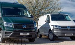Teaser Zielgruppen - 2 VW Bullies nebeneinander - Dunkelgrün und Weiss